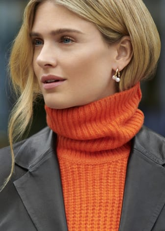 Glitter Model Image - Earrings