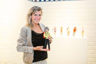 Evelyne Binsack mit eigener Barbie Puppe