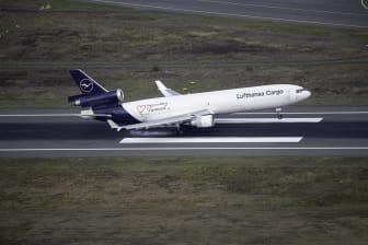 MD-11F Air-to-Air Landing