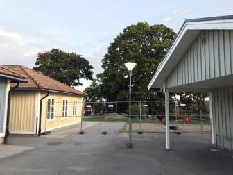 Avskärmning av gräs- och grusytor på Möllebackens förskola