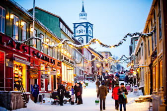 Røros - Christmas shopping at Røros- Photo - Thomas Rasmus Skaug - VisitNorway.com (1) (1).jpg
