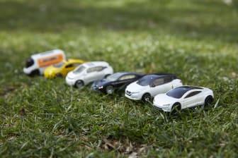 2021_Matchbox_EV_Collection + Tesla Roadster_02.jpg