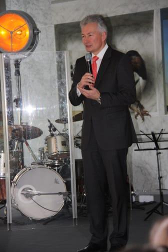 SINFONIMA Adventsmatinée - Vorstand der Mannheimer Versicherung AG Jürgen Wörner eröffnet die Veranstaltung