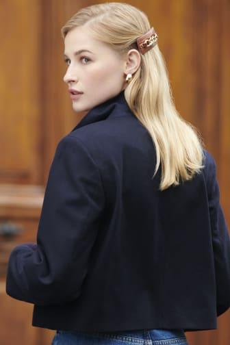 Hair clip model pic