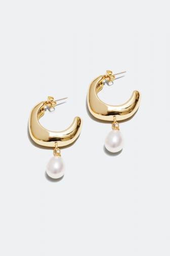 Gullfargede øreringer med perle