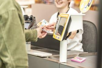 Pressefoto dm Bargeld abheben ab dem ersten Produkt.jpg