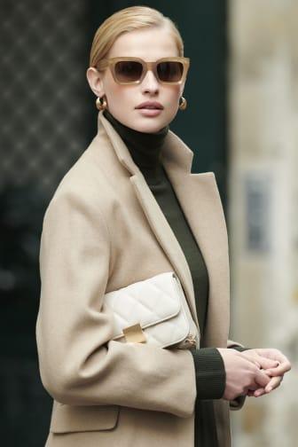 Sunglasses model pic