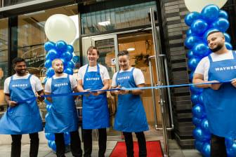 Invigning av nya kaféet, bandklippning av VD Mats Hörnell och franchisetagare Mahmoud Kreydieh
