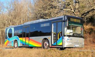 Elbussen som planeras köra på den trådlösa elvägen mellan Visby flygplats och Visby stad i sommar.