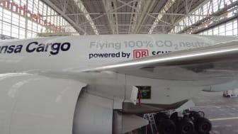 "Making of - Sidewalk - B777F D-ALFG ""Flying 100% CO2 neutral powered by DB Schenker"""