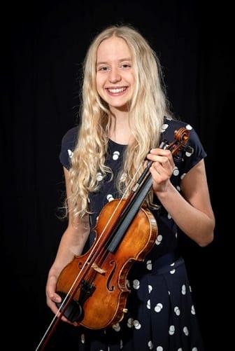 Nicole Biegniewska, violin.jpg