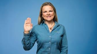 Markeds- og innovasjonsdirektør Aina Hagen og Hatting forplikter seg til å ta miljøansvar ved å ta Plastløftet
