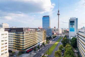 Berlin Alexanderplatz Die Welle.jpg
