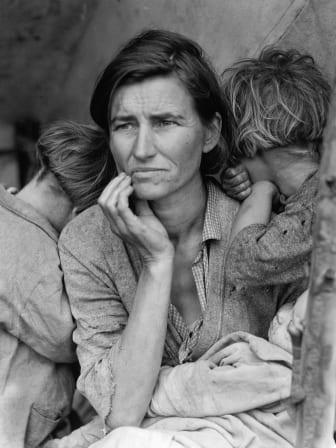 Migrant Mother. 32-åriga mamman Florence Owens Thompson och hennes barn.