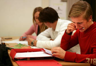 Koncentrerade elever under Mattecentrums räknestuga