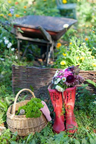 Blommor i gummistövlar