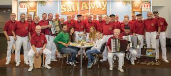 Spiel 2016 in Essen: Mattel stellt die Spieleneuheit Sail Away vor – musikalisch unterstützt vom Shanty Chor Herten