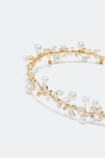 Diadem med pärlor och glasstenar