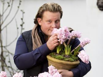 Med en doft av svenskodlade hyacinter hos Karl Fredrik på Eklaholm