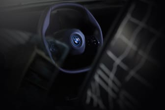 BMW iNEXT prototype med polygonalt rat