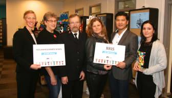 BRIS och Frälsningsarmén i Borås tar emot välgörenhetscheckar