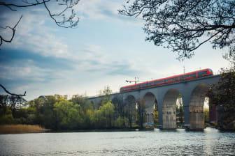 MTR_train_bridge_jana_eriksson-viäger-LOW.jpg