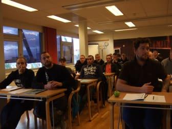 Hårt tryck på golvkurser. I förgrunden fr vä Kristoffer Ilstedt, Daniel Sand, Johan Hermansson och Mikael Nilsson från Svensk Golvinredning AB i Täby.