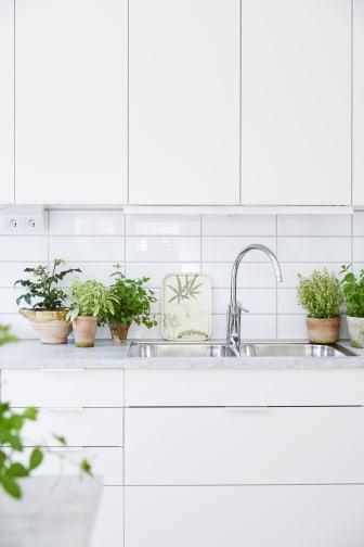 Svenskodlade kryddor i köket.