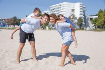 Familienspaß im feinsandigen Strand