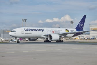 """B777F D-ALFG """"Flying 100% CO2 neutral powered by DB Schenker"""""""