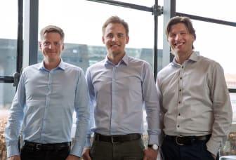 Direktør for Sproom, Thomas Permin Berger (TV), direktør for e-conomic og Visma Software i Danmark, Mads Rebsdorf samt partner i Sproom, Steen Haunstrup(TH)
