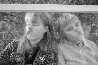 """Tekla och Rakel Bergman Fröberg, """"Life in a fishbowl"""", still från film (4:48min), 2020."""