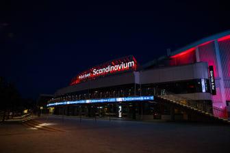 Scandinavium i rött ljus