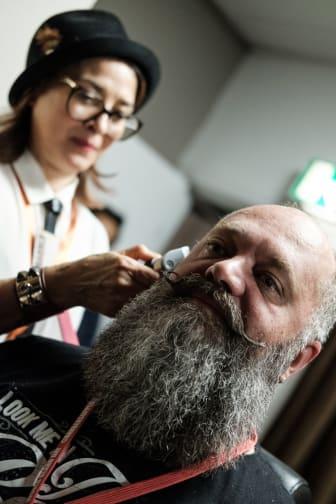 Årets barberare 2017 - Cari Forsgren och skäggmodellen Peter Deichman