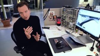Alexander på BAS ITG bearbetas Monica Försters design med AI. Undertext finns.