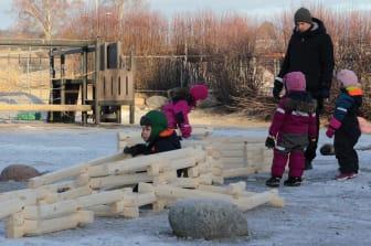 Fra venstre: Marcus, Celina, Helena, Johanna og barnehagelærer Tomas fra Bekkestua Kanvas-barnehage
