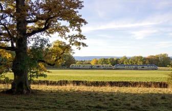 Sveriges vackraste tågresa bild 1  -  naturbild med tåg