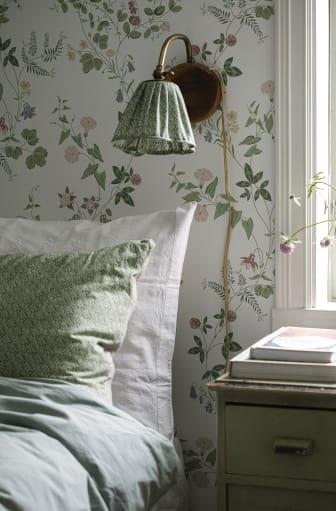 MidsummerEve-1_Image_Roomshot_Bedroom_Item_7680_PR