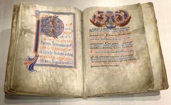 Skaramissalet från 1150-talet som nu finns i gamla biblioteket i Skara.