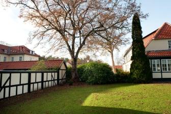 Gl. Skovridergaard fasad/trädgård