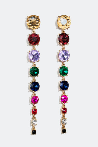 Øreringe med sten i forskellige farver