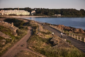 Varbergs Kusthotell med strandpromenad