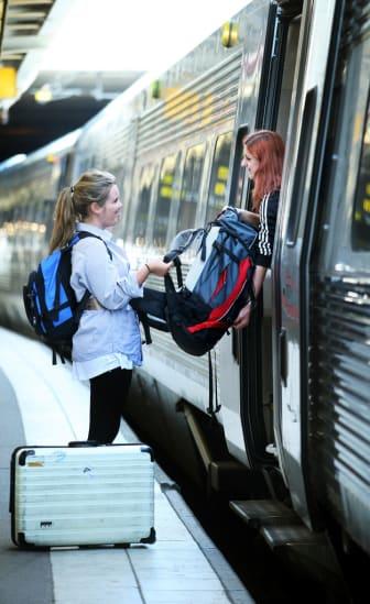Resenärer stiger ombord