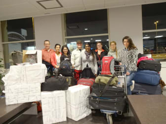 På Arlanda med tusentals glasögon i packningen – Optiker utan gränser nu på väg till Peru