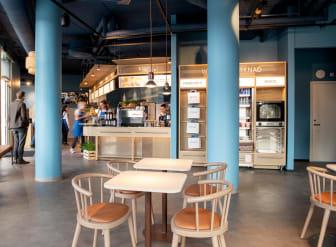 Gäster kan välja att avnjuta sin fika på kaféet eller ta med sig