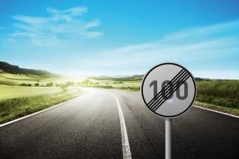 DG stoppt Tempolimit 100 auf dem Land