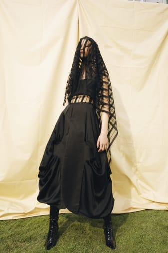Clothing in [Intimate] Mourning – Fo Phan
