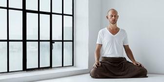 Simon Krohn, yogalärare i Team Yogobe