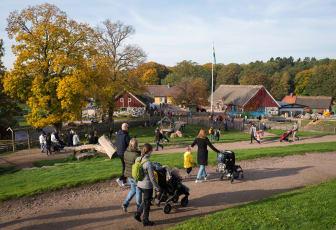 Gården i Skånes Djurpark i höstfärger