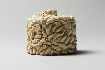 Ett litet mästerverk i elfenben, ask med handsnidade möss från Cronholms samling.